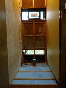 トイレ 構造用合板張り